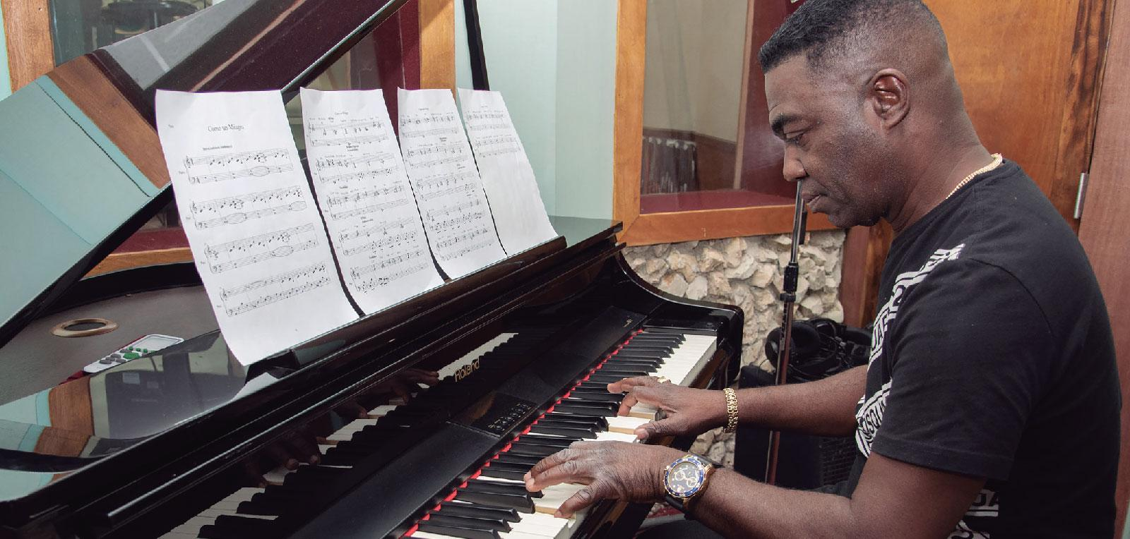 "Manolito Simonet. ""When I write a song, the first thing I want is for Cuba to dance"""